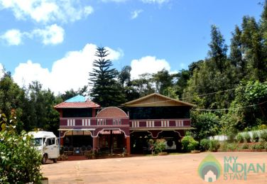 5 bedroom-Bungalow surrounded by coffee plantation