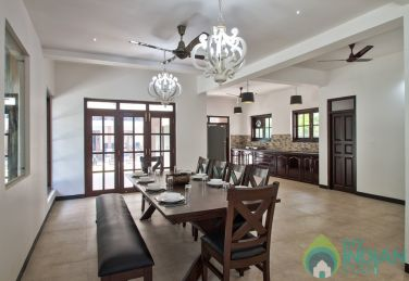 4bhk Villa in Calangute with shared swimming pool