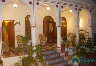 Rooms In A Home Stay In Jaipur