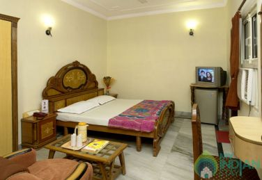 Furnished Standard Room In a Boutique Guest House in New Delhi