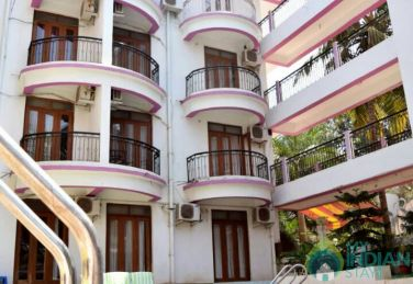 2 BHK AC Apartment in Candolim with Common Pool.
