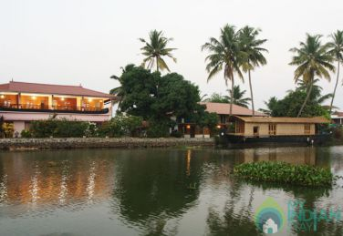Lake  View Deluxe AC Room in Kumarakom