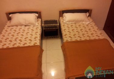 Well Furnished Shared Room In a Guest House in New Delhi