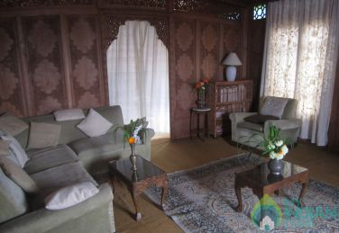 Beautiful Deluxe HouseBoat In Srinagar