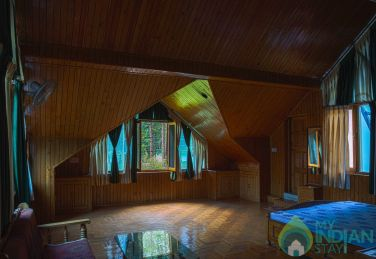 Wooden Suite Room with Accommodation in Kasol