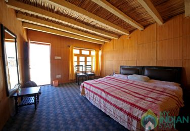 Stay in The the vicinity of Pangong Lake