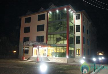 Lavish Stay In Srinagar