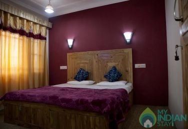 Lavish Stay In Srinagar, J&K