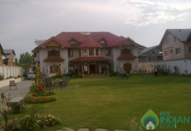 Homely Comfort In Nature In Srinagar, J&K