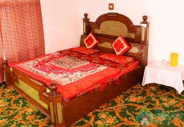 Stay In A Beautiful Place In Srinagar, Kashmir