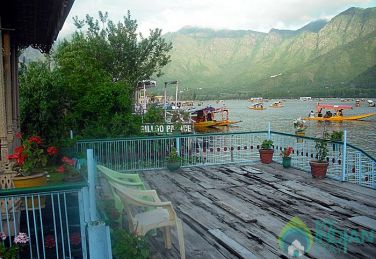 Beautiful Family Stay In Srinagar, Kashmir