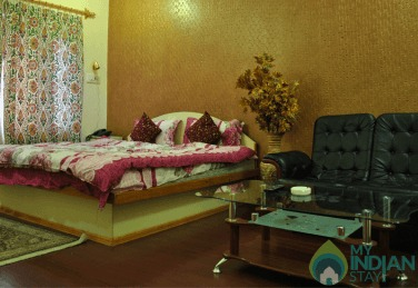 Soothing Atmosphere Place To Stay In Srinagar, J&K