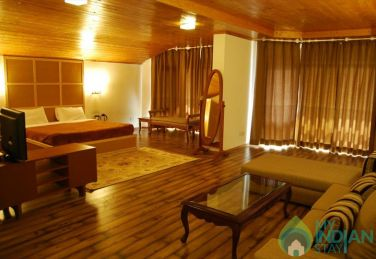 Grand Stay In A Suite In Srinagar, J&K