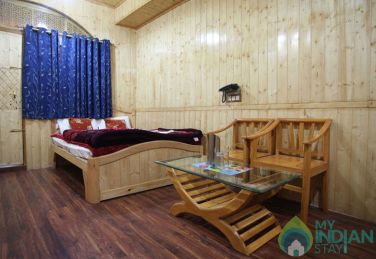 Stay In A Beautiful Place In Srinagar, J&K