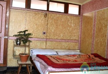 Peaceful Stay In Srinagar, Kashmir