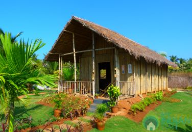 Peaceful Stay In Bamboo Cottages In Mobor