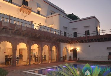 Deluxe Place To Stay In Jaipur, Rajasthan